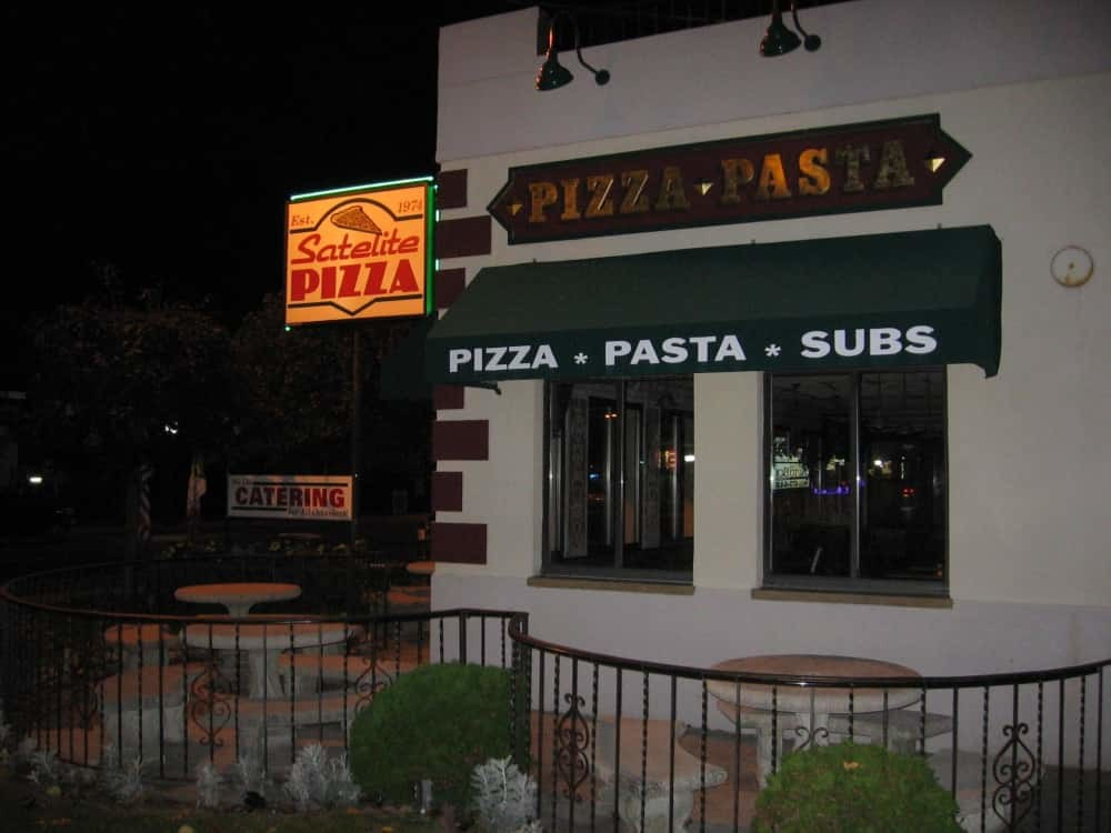 PhotoSPJqw at Satellite Pizza