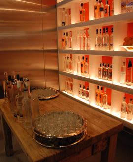 PhotoSPoTv at Nic's Restaurant and Martini Lounge