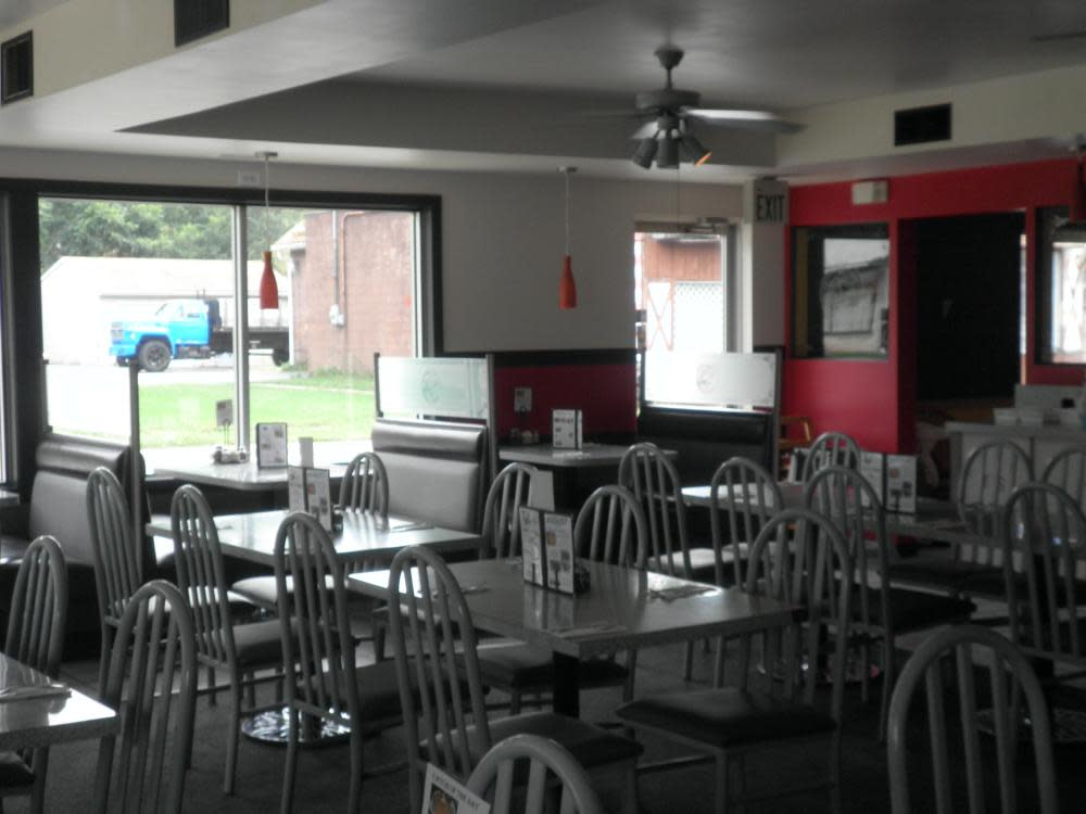 Dining Room recently remodeled at T's Pizza