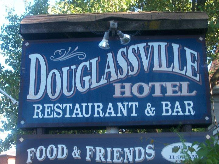 PhotoSPwI2 at Douglassville Hotel