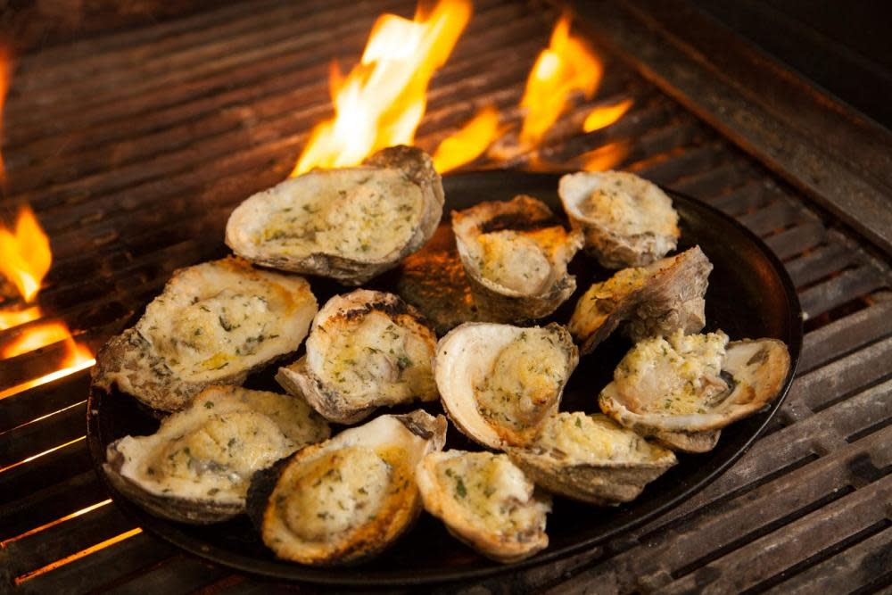 Wintzell 39 s oyster house fairhope al 36532 menus and for Fish river grill fairhope al