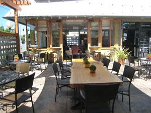 patio dining at The Fountain Bistro & Drive-thru